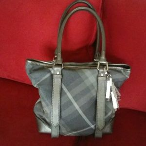 Burberry Tote Discounted 100 !! Big SALE !!